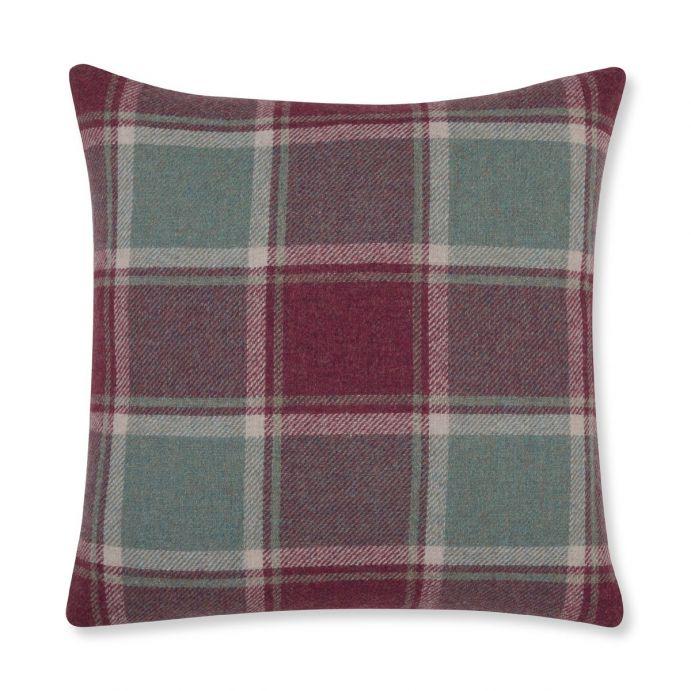 cojín de cuadros lana Wickham arándano, Laura Ashley