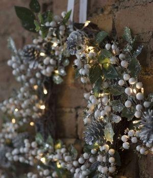 Guirnaldas y coronas para Navidad
