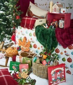 Tarjetas, crackers y papel de regalo