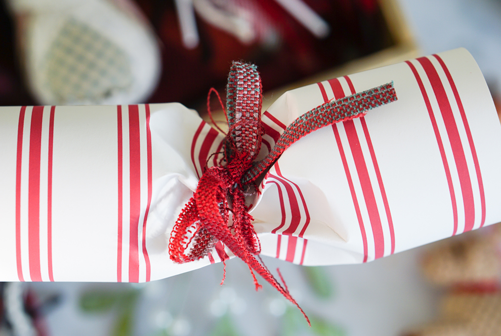 Cómo hacer tu propio cracker casero para decorar la mesa en Fin de Año