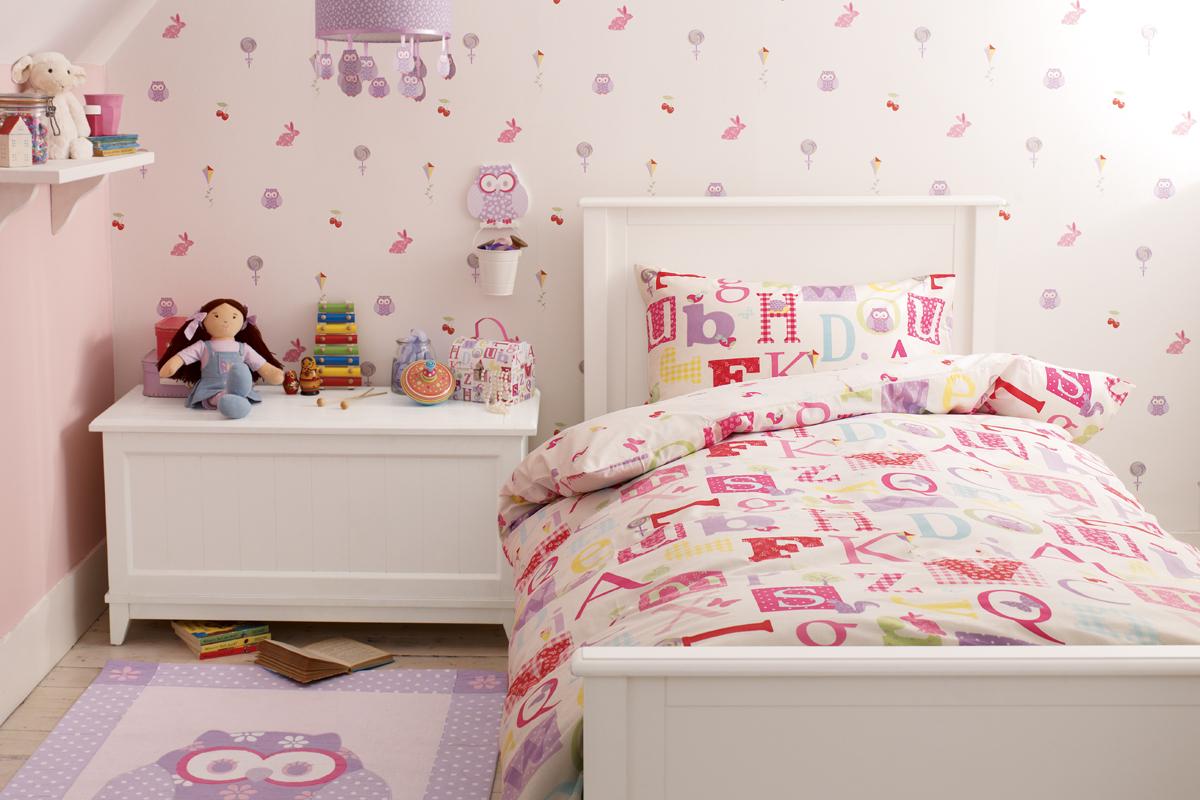 Habitación letras y búhos para niña