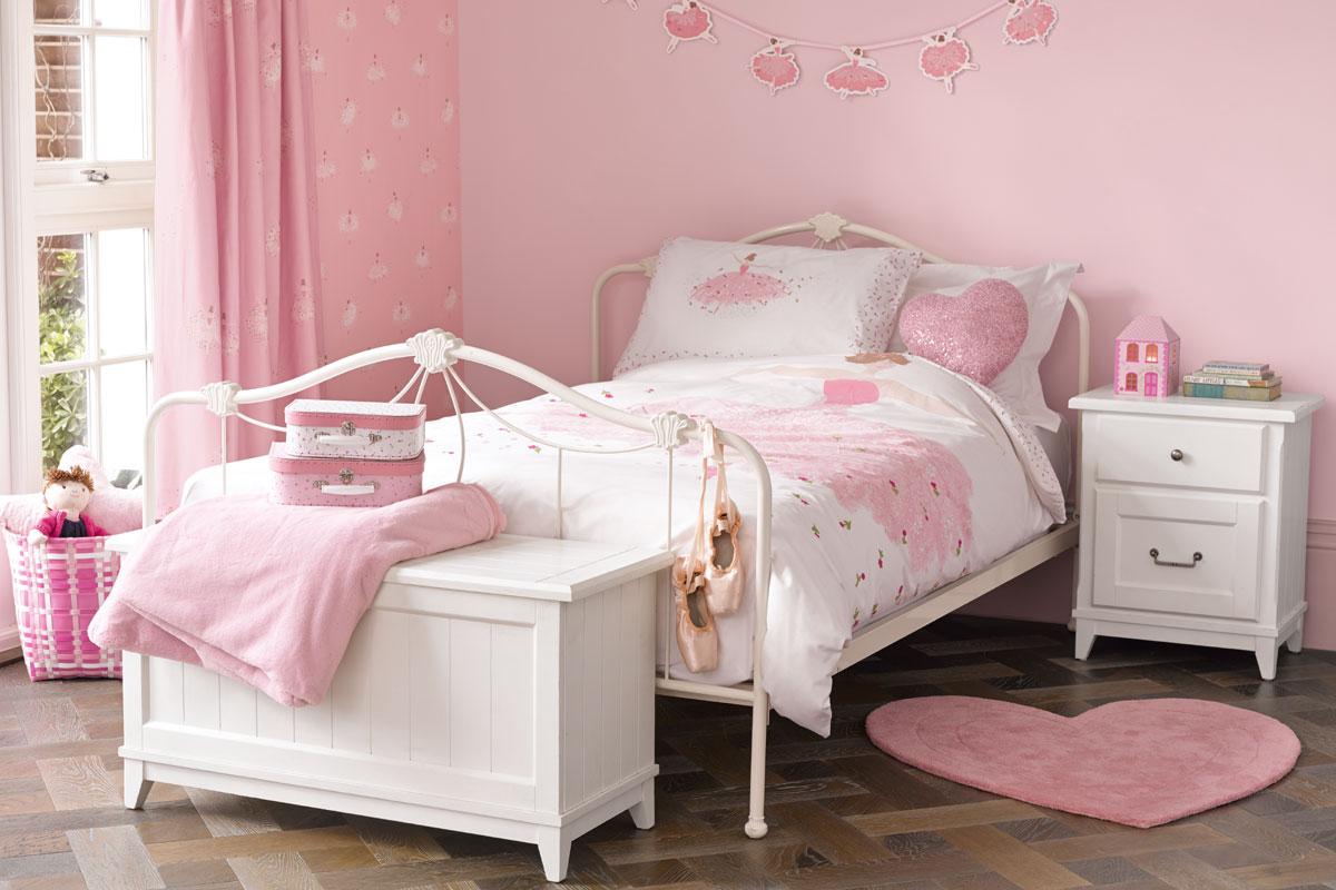 Habitación para niñas con bailarina de ballet rosa