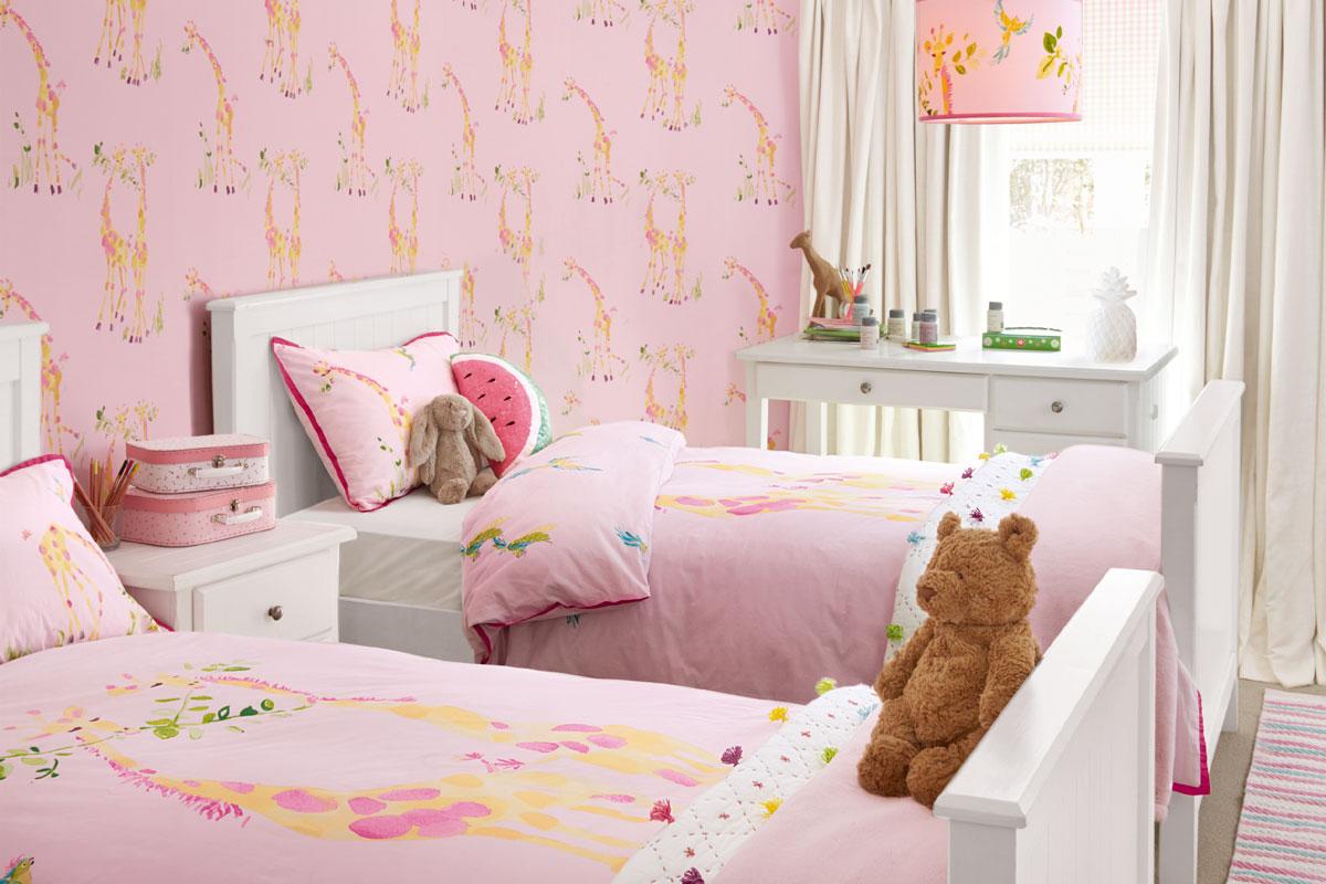 Habitación para niñas con jirafas rosa