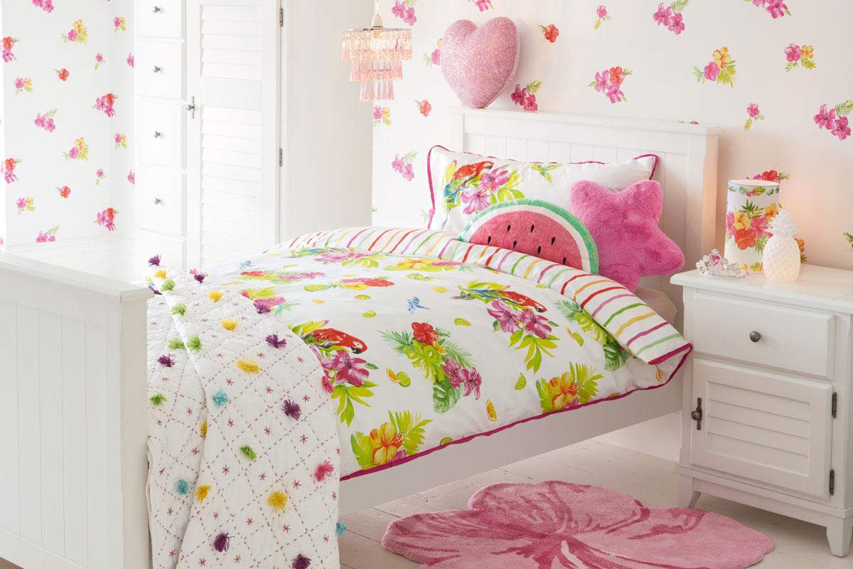 Habitación para niñas de flores tropicales rosas