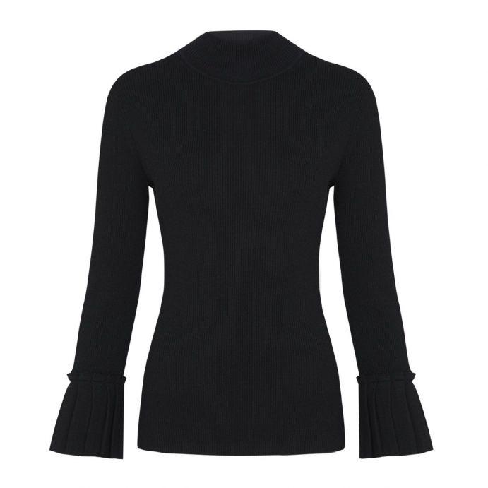 jersey negro estilizado con manga volante
