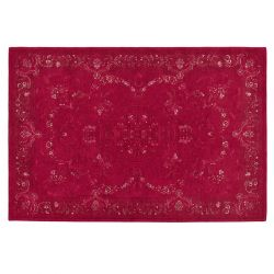 Preciosa alfombra clásica en rojo arándano
