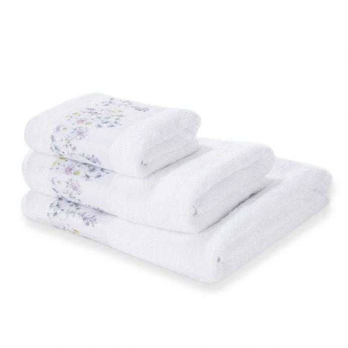 preciosas toallas de baño blancas con diseño de flores