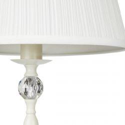 lámpara de suelo crema con diseño clásico