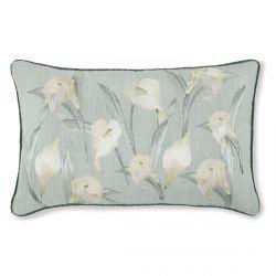 cojín floral con grandes lirios bordados de diseño