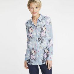 blusa azul estampada de flores para lucir en verano con estilo