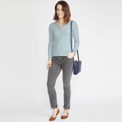 jersey de punto azul con estilo