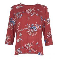 camiseta roja estampada con flores muy veraniega