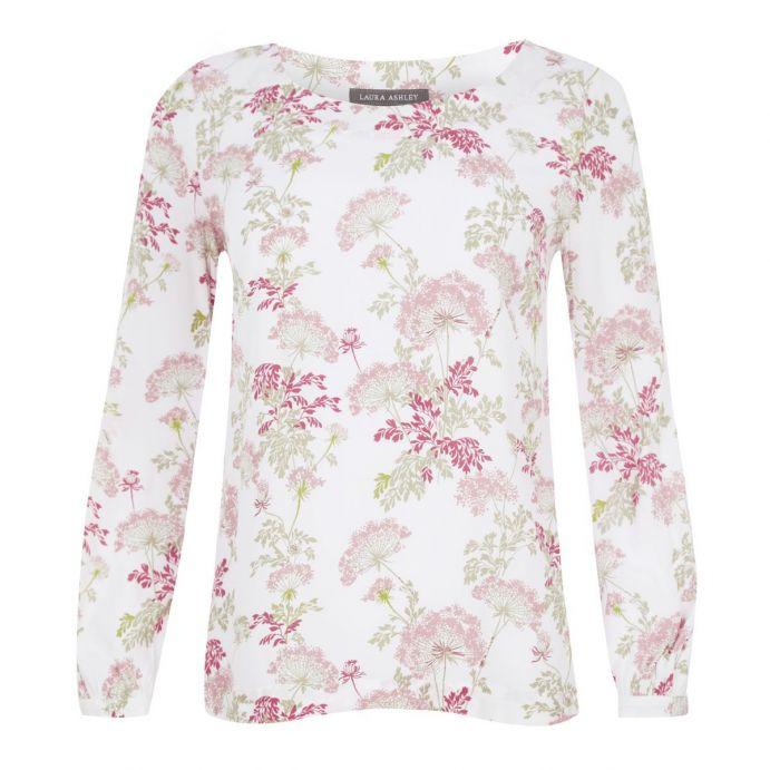 camiseta blanca con flores rosas y azules muy ligera