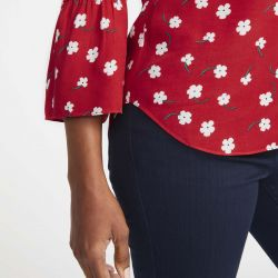 camisa rosa con manga volante estampada de flores ideal para primavera