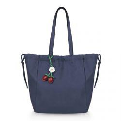 bolso tipo shopper azul con charm de fresas