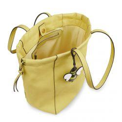 bolso tipo shopper amarillo con charm de abeja