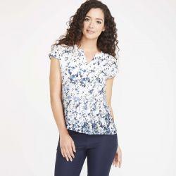 camiseta blanca con flores azul marino ideal para verano