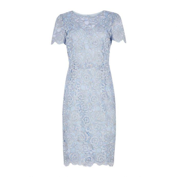 vestido azul con flores de encaja de diseño para invitadas perfectas