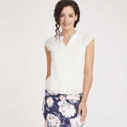 sencilla blusa plisada muy elegante de diseño en blanco marfil