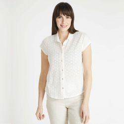 camisa blanca de manga corta y diseño bordado de diseño