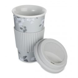 una café para llevar perfecto en tu taza de diseño gris con flores blancas