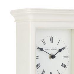 reloj de sobremesa crema de estilo clásico de diseño