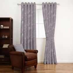 tejido estampado morado de flores ideal para cortinas y estores de diseño