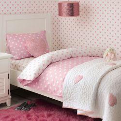 colcha blanca con corazones de lentejuelas rosas de diseño