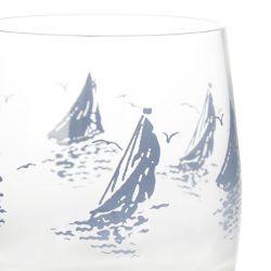 vaso de cristal con barcos veleros estampados en azul
