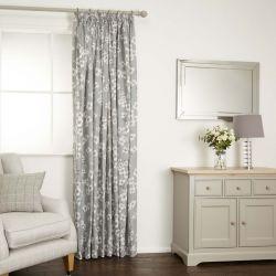cortinas confeccionadas en tejido estampado en color gris pizarra de diseño
