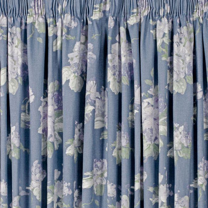 cortinas confeccionadas en tejido estampado de diseño morado
