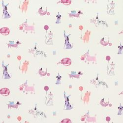 papel pintado infantil estampado con perros y cobayas en tonos rosas y morados