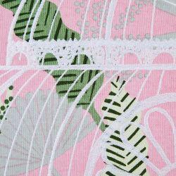cojín rosa bordado con casita de cristal y hojas de diseño