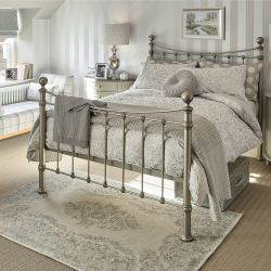 alfombra de diseño clásico con rosetón en color gris carbón pálido