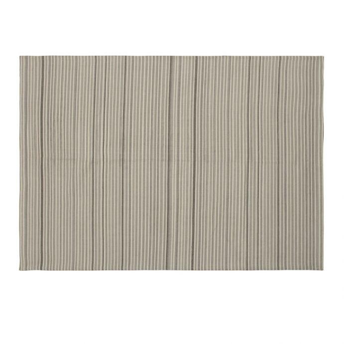 alfombra gris de rayas estampadas de diseño