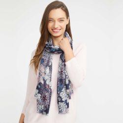 pañuelo azul estampado con flores de diseño