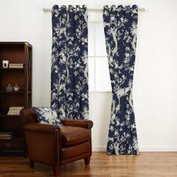 tela estampada con ramas y hojas sobre un fondo azul oscuro de diseño