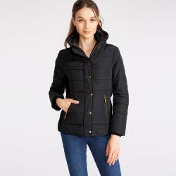chaqueta abrigo acolchada negro con cuello alto de diseño