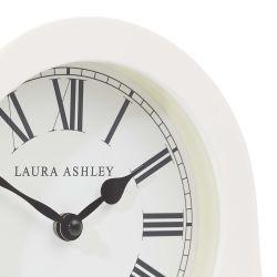 reloj de sobremesa de madera crema con diseño redondeado