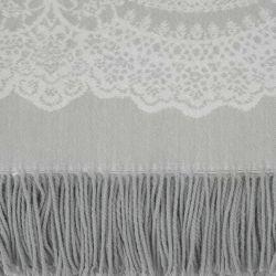 manta gris con flecos de diseño con encaje estampado