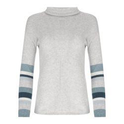 jersey gris con rayas azules en las mangas
