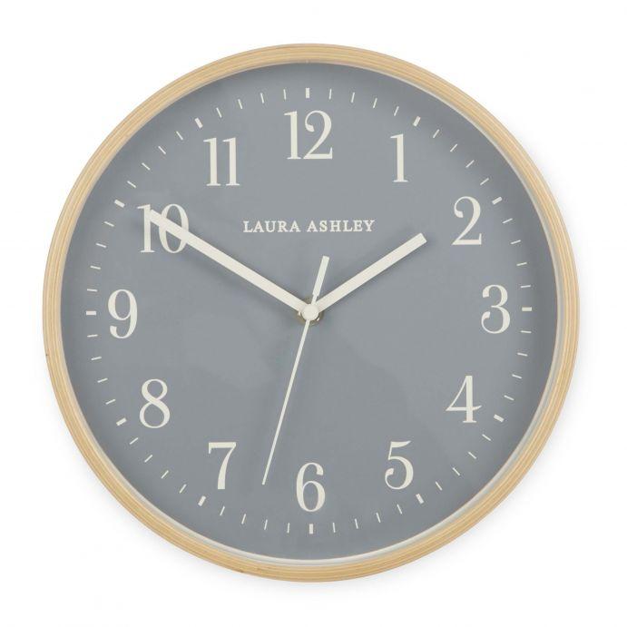 reloj de pared gris y madera  de diseño vintage