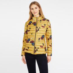 chaqueta de pluma reversible amarilla y azul con hojas
