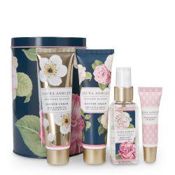 set de cuidado corporal presentado en caja de regalo, con fragancia floral de diseño