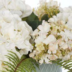 hortensias y helechos artificiales en maceta cerámica, ideas de regalo
