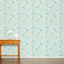 papel pintado estampado con pequeños ramilletes de flores de violeta sobre fondo azul verdoso de diseño