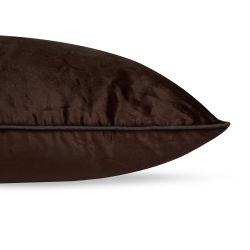 cojín cuadrado de terciopelo de color chocolate de diseño