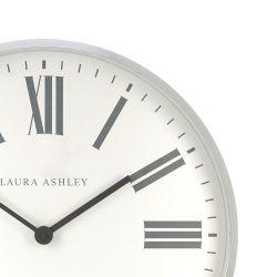 reloj de pared plateado de diseño