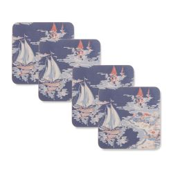 4 posavasos con diseño de barcos veleros sobre aguas azules