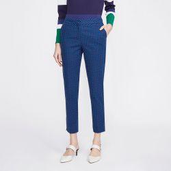 pantalón azul con diseño geo de flores blancas